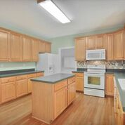 Kitchen Cabinets - Maple Cabinets