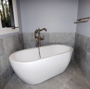 Soho Soaking Tub, Retro Faucet